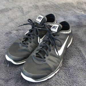 Nike Shoes - Nike black and white shoes